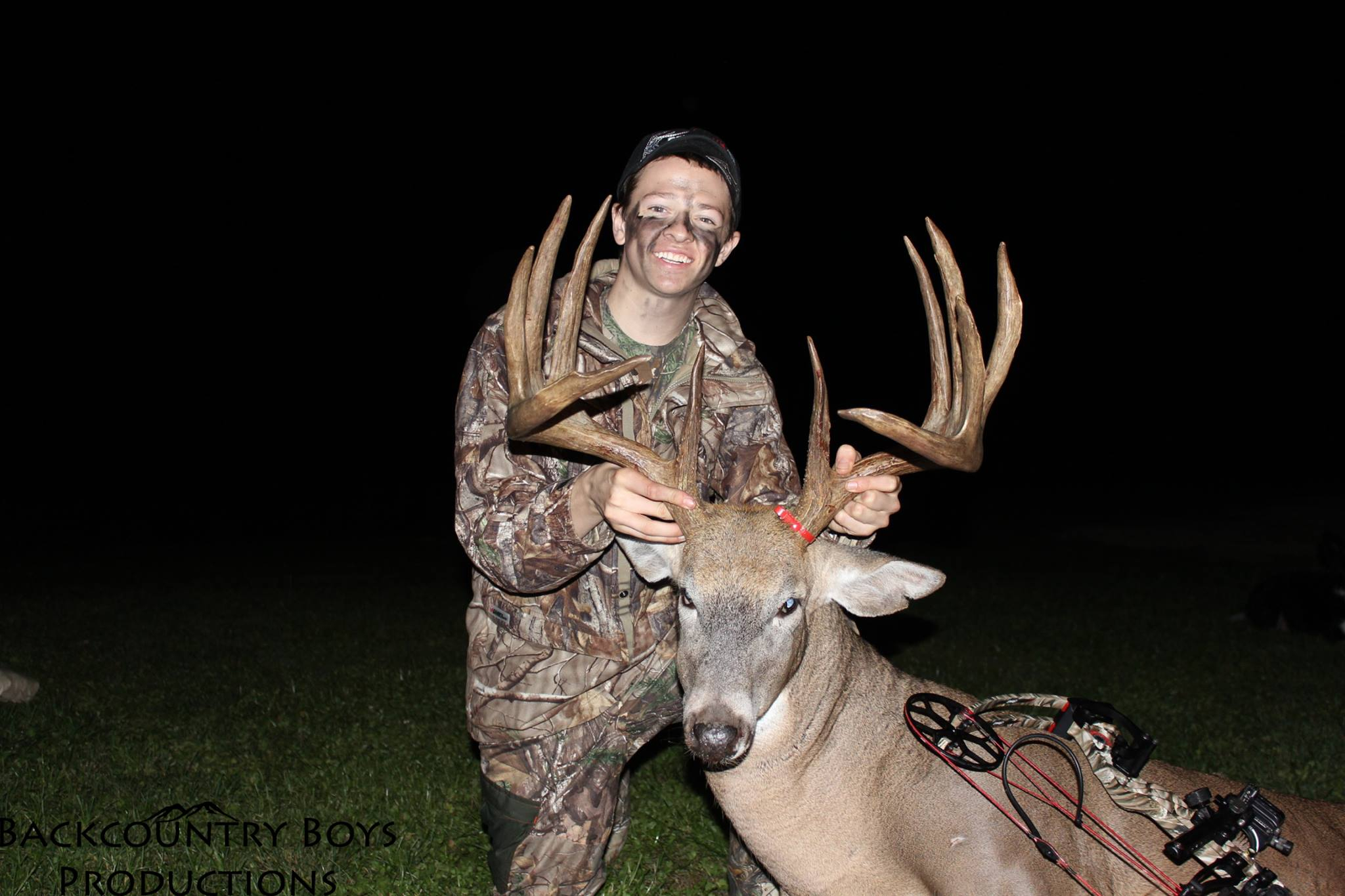 195-Inch Monster Shot By 16-Year-Old Bowhunter   Deer