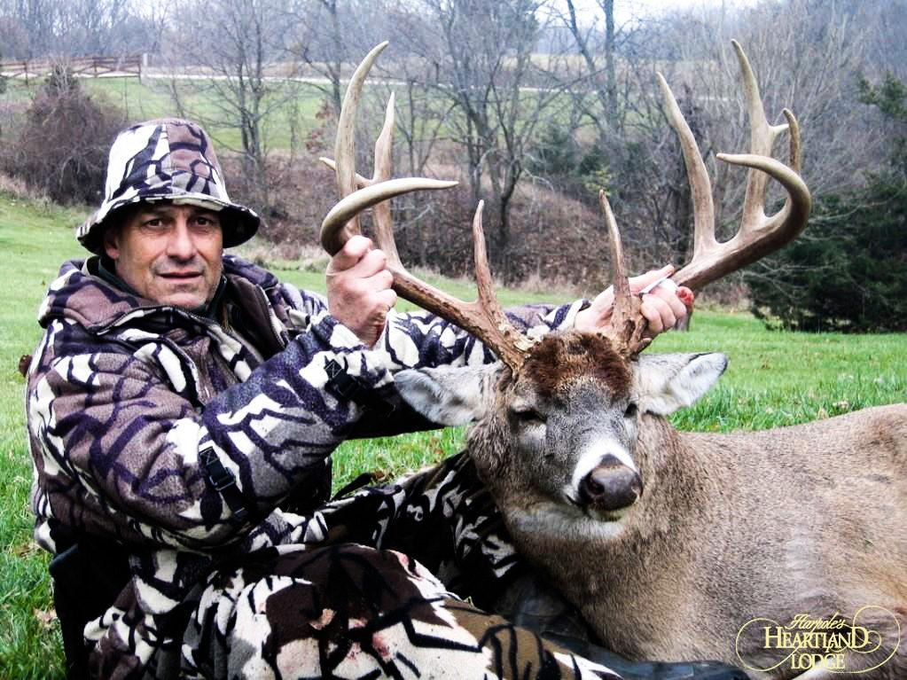 Hunting The Illinois Whitetail Rut | Heartland Lodge