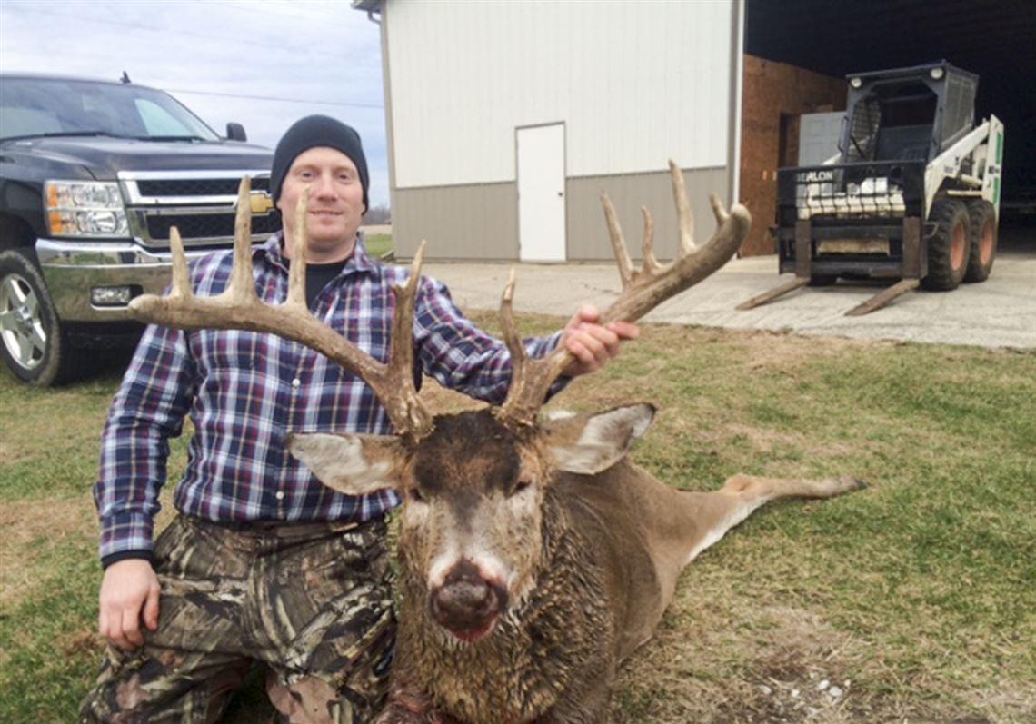 Huge Buck Leaves Patient Hunter In Awe | The Blade